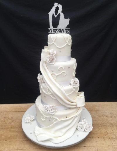 Hochzeitstorten Da Rino Bottrop weiss klassich mit Schärpe