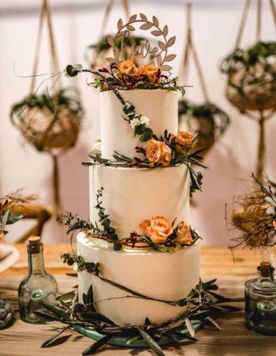 Hochzeitstorten Da Rino Bottrop weiss mit Zweigen und Rosen