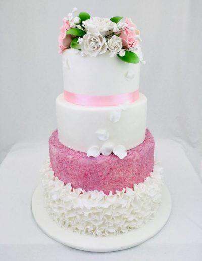 Hochzeitstorten Da Rino Bottrop weiss pink mit Blütenblättern und Rosen