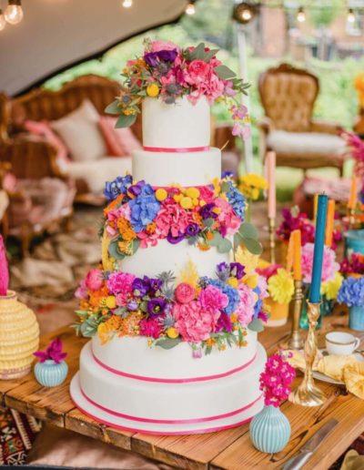 Hochzeitstorten Da Rino Bottrop weiss vier stöckig mit Blumen