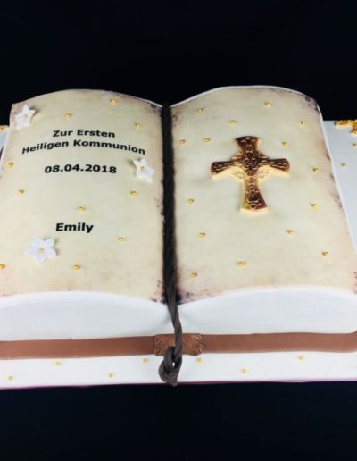 Torten Da Rino Bottrop zur Kommunion buch mit Kreuz
