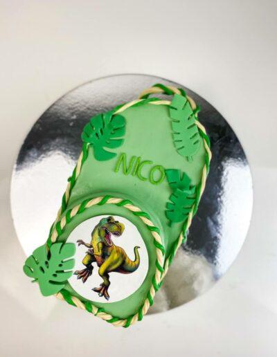 Einschulungstorte Rucksack grün mit Dino